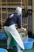 米洗いの様子